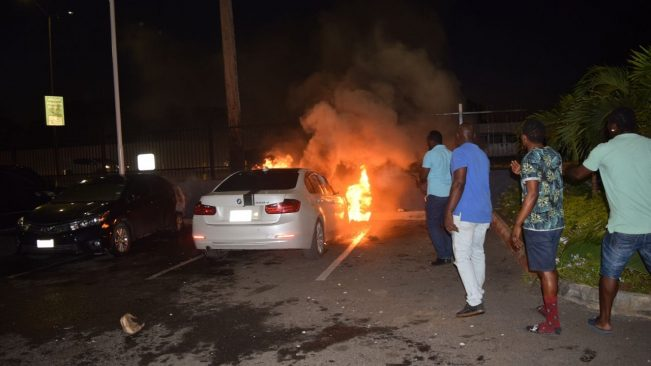 Video: Three cars damaged by fire at the KFC parking lot
